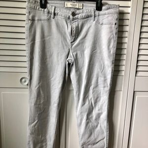 Abercrombie & Fitch Off-White Skinny Jeans